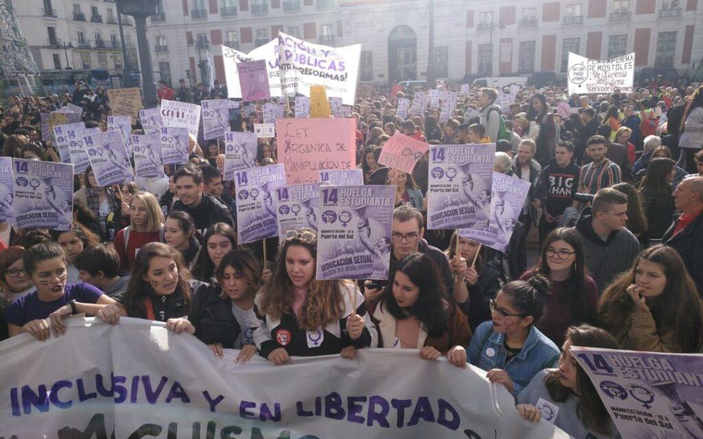 Education Sexuelle Pour Jeune Etudiantes