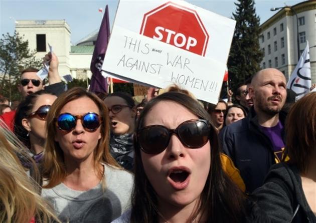 Pologne : levée de bouclier pour le droit à l'avortement