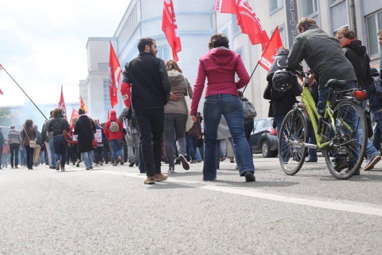 "Manifestation ""Bloquons les 45 heures"""