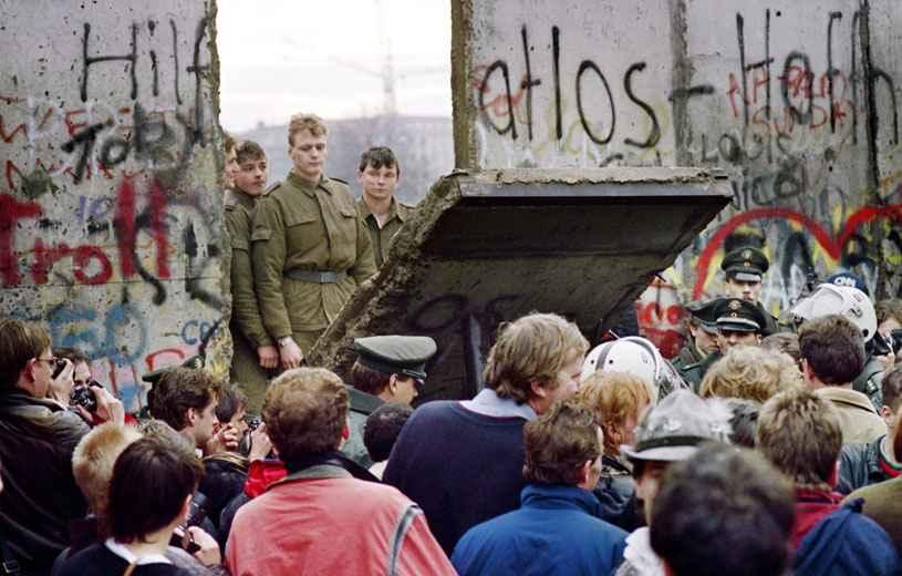 [Archives] 1989: La chute du Mur de Berlin. Histoire d'une révolution manquée.