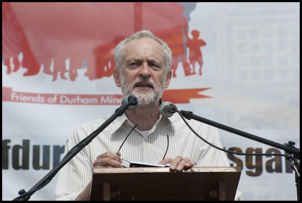 Elections anticipées au Royaume-Uni: Corbyn doit se battre armé de politiques socialistes