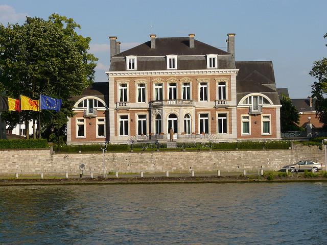 Crise politique: Vers des gouvernements de droite en Wallonie et à Bruxelles?