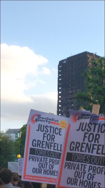 Réaction d'un pompier face à l'incendie de la tour de Grenfell à Londres