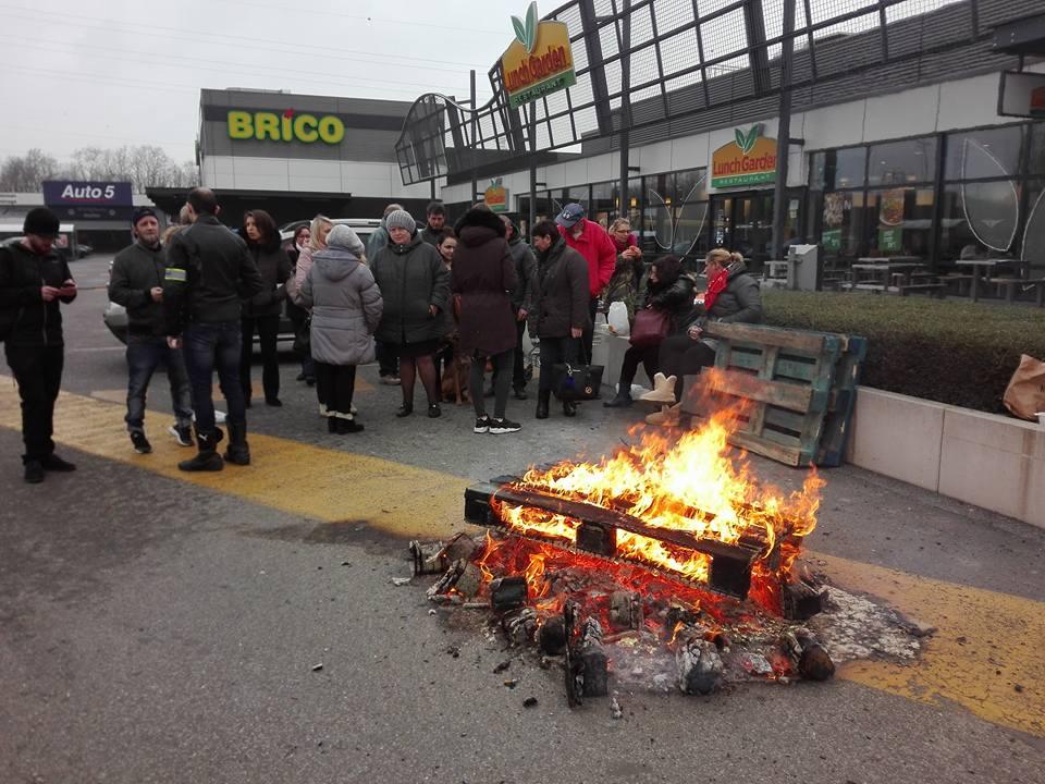 Visite de solidarité à la grève des travailleurs de Carrefour