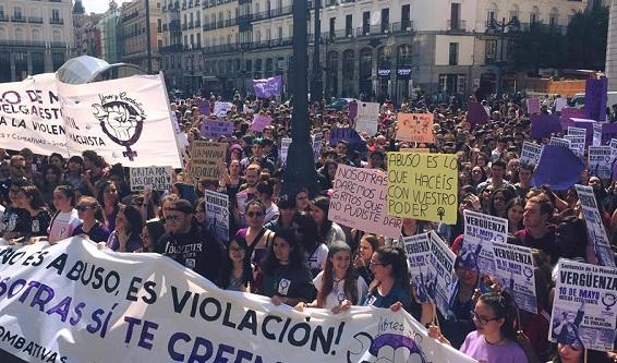 La grève générale étudiante contre la ''justice'' capitaliste sexiste espagnole fut un grand succès!