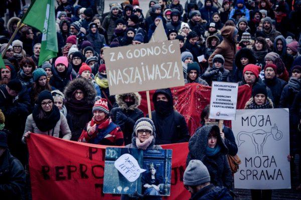 Pologne : Luttons pour des droits reproductifs complets!