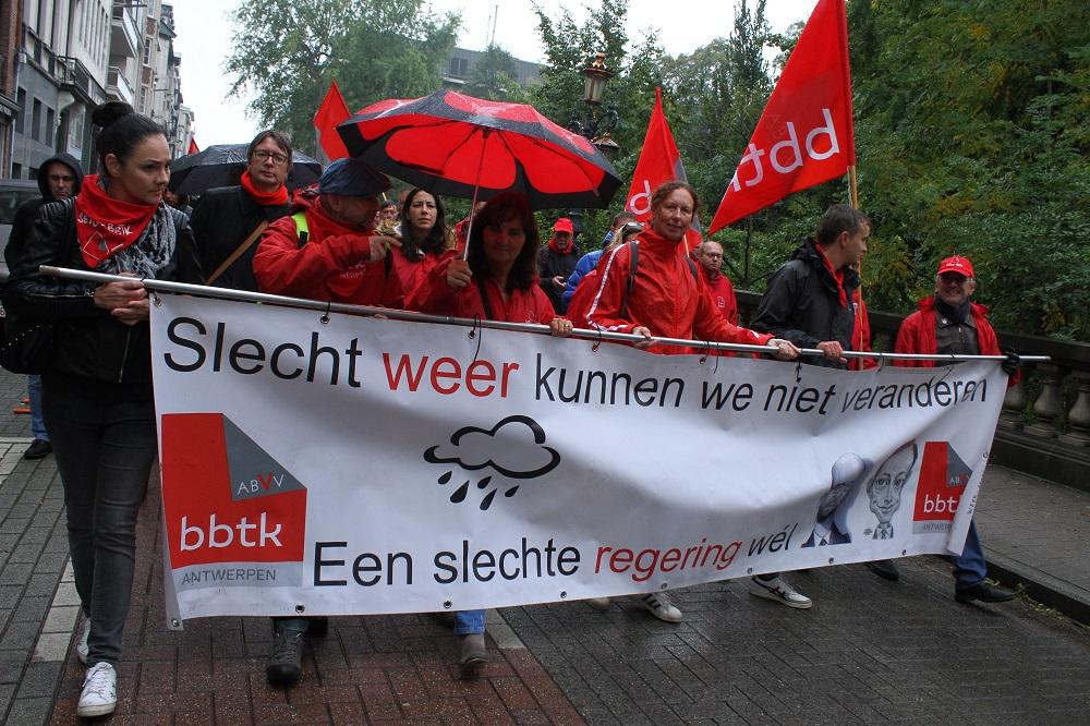Journée d'action humide mais militante contre le gouvernement de droite