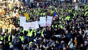 France. La révolte est en marche. Étendons la grève et la lutte partout! Macron dégage!