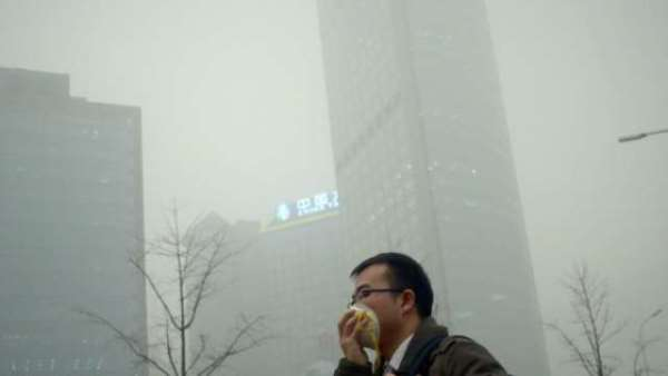 La Chine est-elle en passe de remporter la ''guerre contre la pollution'' ?