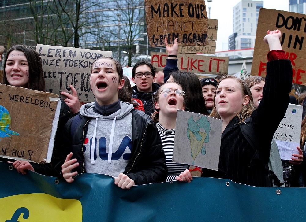 Plus de 14.000 jeunes brossent leurs cours pour le climat !