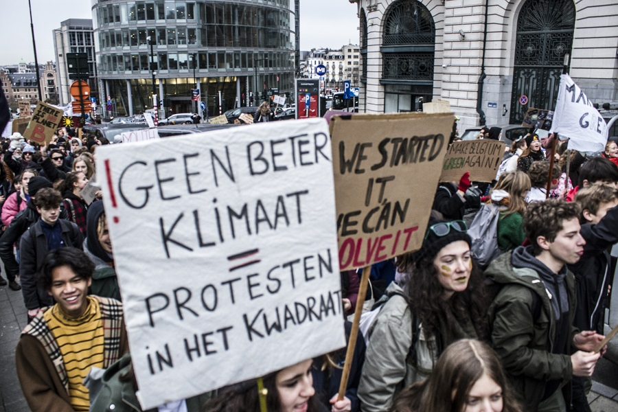 3500 jeunes manifestent à Bruxelles. La jeunesse entre en lutte pour le climat!