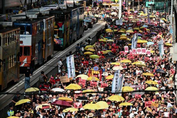 Mobilisation de masse à Hong Kong: 130.000 manifestants contre la répression