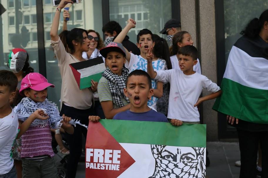 Combattre l'antisémitisme et toute discrimination par l'unité de notre classe