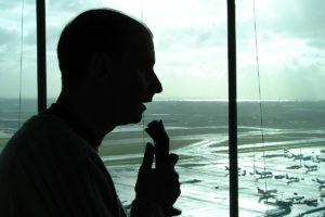 Contrôleurs aériens : La droite veut sanctionner les arrêts de travail