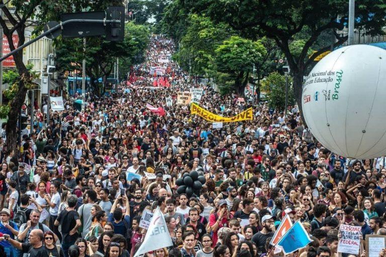 Brésil : L'enseignement entre en lutte contre Bolsonaro