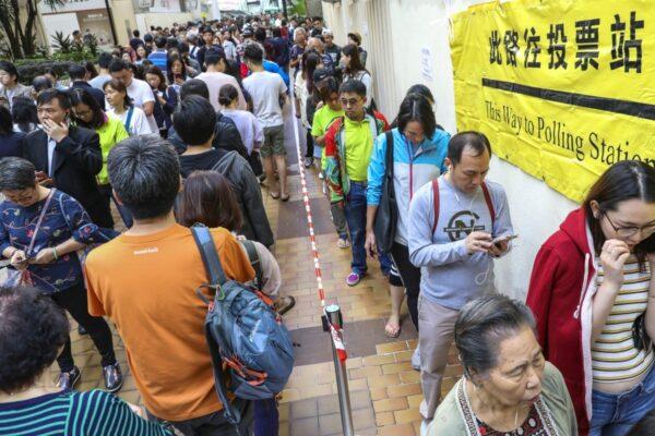 Hong Kong : Défaite écrasante du camp pro-gouvernemental aux élections de district