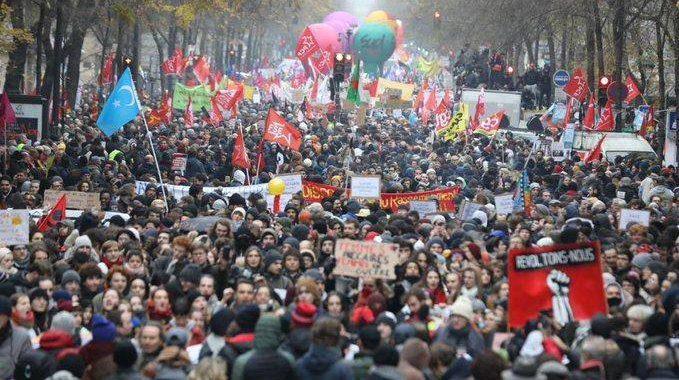 France : le soulèvement se poursuit contre Macron et la réforme des retraites