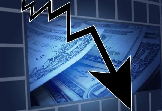 Coronavirus : marchés boursiers en chute libre et craintes d'une nouvelle récession