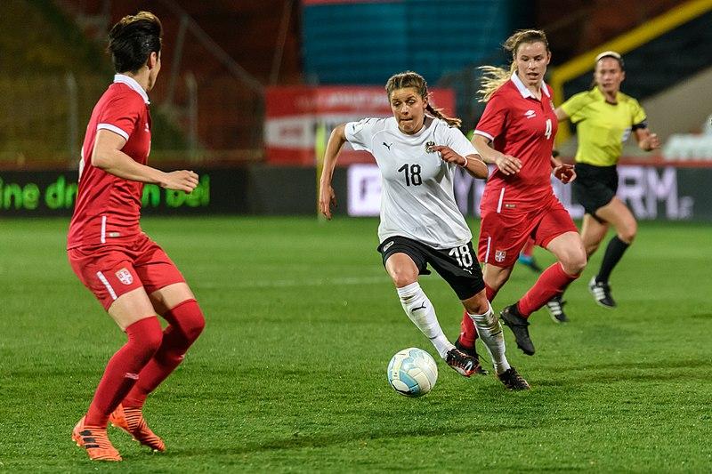 Suzanne Wrack : ''Le sentiment qui prévaut est que ça suffit. Les footballeuses entrent en résistance''